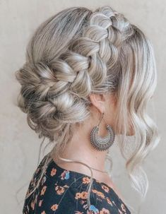 Braided hairstyles are the way to go in the 2000 s, but do you know what all the different types of braids are Find out the difference between a French braid, Dutch braid, and other braids are with this ultimate guide! Quick Braided Hairstyles, Box Braids Hairstyles, Formal Hairstyles, Wedding Hairstyles, Teenage Hairstyles, Classic Hairstyles, Hairstyles 2016, Popular Hairstyles, Braided Buns