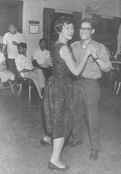 Bruce Lee dances