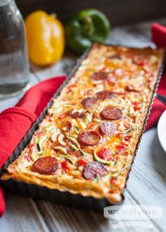 A delicious paleo quiche with a nice crispy crust, spicy chorizo ​​and le . - A delicious paleo quiche with a nice crispy crust, spicy chorizo ​​and tasty sweet grilled pepp - Paleo Quiche, Low Carb Quiche, Quiches, Chorizo, Low Carb Recipes, Cooking Recipes, Healthy Recipes, Healthy Diners, Paleo Dinner