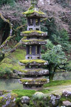 Here you relax with these backyard landscaping ideas and landscape design. Japanese Lamps, Japanese Bath, Japanese Garden Design, Japanese Gardens, Brick Sidewalk, Stone Lantern, Waterfall Features, Garden Waterfall, Kanazawa