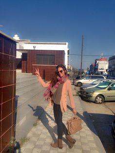 Mi admiradísima Eva Gonzalez con nuestra blazer Muler en color nude