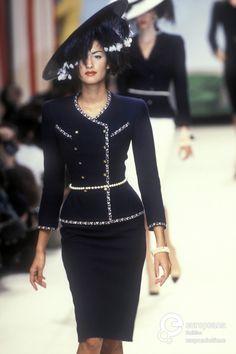 Ideas fashion dresses couture chanel spring for 2019 Chanel Outfit, Chanel Fashion, 90s Fashion, Runway Fashion, High Fashion, Fashion Show, Fashion Dresses, Vintage Fashion, Womens Fashion