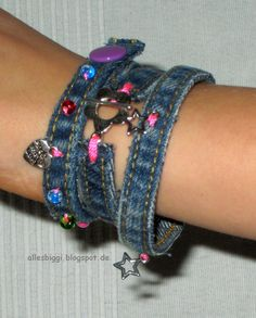 Armband aus Jeansnähten / Wristband made of seams / Upcycling Lust darauf mit S. Bracelet made from jeans seams / wristband made of seams / upcycling Would you like to earn money with jewelry?de ideas for jeans Diy Jeans, Diy Projects For Kids, Diy For Kids, Diy Jewelry, Jewelry Making, Recycled Denim, Fancy, Upcycled Crafts, Bracelet Making
