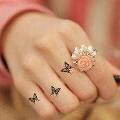 -Tatouage-réel-véritable-mode-imperméable-noir-petit-papillon-tatouage-autocollants-apposés-à-doigt-mâchoires-de.jpg 310×310 pixels
