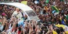 """El Vaticano es el país más pequeño del mundo, mide 44 hectáreas y tiene 900 habitantes. Posee una de las fortunas más grandes del planeta, banco propio, acciones en las grandes empresas multinacionales y reciben subvenciones de los estados. El papa Francisco dijo: """"No sirve de mucho la riqueza en los bolsillos, cuando hay pobreza en el corazón"""". Ahora entiendo, es por eso que se quedan con toda la riqueza, para que nosotros no suframos la pobreza en el corazón. Muchas gracias Francisco."""