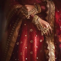 Indian Wedding Outfits, Bridal Outfits, Indian Outfits, Indian Aesthetic, Red Aesthetic, Pakistani Bridal, Indian Bridal, Pakistani Wedding Dresses, Punjabi Wedding