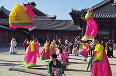 #Chuseok, an annual celebration of the year's harvest and a time to give thanks, is one of Korea's three biggest holidays. (September 19, 2013)