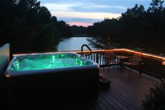 Southern Illinois Cabin Rental with Hot Tub. Great for a romantic getaway along the Shawnee Wine Trail and Shawnee National Forest. Relaxing Vacation Rental