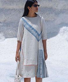 Beautiful Khadi-mul Kurti with modern silhouettes. Kurti Patterns, Dress Patterns, Party Wear Dresses, Casual Dresses, Eastern Dresses, Kirara, Muslim Dress, Kaftans, Kurta Designs