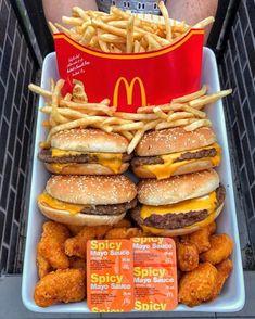 Cute Food, I Love Food, Good Food, Yummy Food, Comida Disney, Sleepover Food, Junk Food Snacks, Fast Food, Food Goals