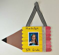 DIY Pencil Picture Frame for School Photos Have some back to school fun with this great list of back to school crafts and activities for kids. There are a lot of fun craft ideas, printables and teacher gift ideas too. Back To School Crafts For Kids, Back To School Art, School Fun, Back To School Gifts, Daycare Crafts, Classroom Crafts, School Bus Crafts, Craft Activities For Kids, Preschool Crafts