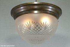 Antieke plafonniere 25071 bij Van der Lans Antiek. Bekijk al onze antieke lampen op www.lansantiek.com