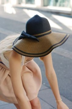 I love hats. Wish I had more outfits that called for floppy summer hats. 5a0464140ac6