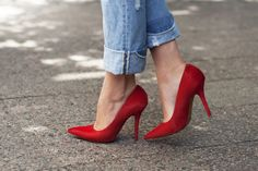 red heels + skinnies for a casual date