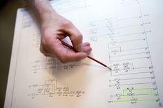 Para participar do processo seletivo é preciso ter até 26 anos de idade, e ter concluído graduação em engenharia da computação, civil, elétrica ou mecânica; tecnologia da informação; sistemas de informação; e ciência da computação, entre junho de 2010 e dezembro de 2013.