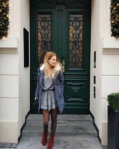 @mlynska_12 beautiful door 🏩A jutro z Monika robimy sobie blogowa Wigilię. Będą pierniczki, winko i barszczyk. Haha może bez tego ostatniego 🦌🌲#december #christmastime #christmas #xmas #winter #me #polishgirl #polskadziewczyna #blond #blog #blogger #poznan #street #door #vintagedoor #doorslover #vintage #girl #fashion #reneegirls #winterlook #parka #fashion #instagirl