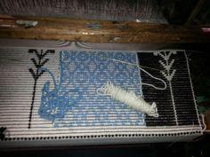 Particolare di un cuscino della Collezione Kara interamente realizzato a mano.