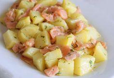 WW Smoked Salmon Potato Salad - Main Course and Recipe - recettes - Salad Recipes Healthy Quinoa Salad Recipes, Salad Dressing Recipes, Healthy Salad Recipes, Salmon Potato, Potato Salad, Caesar Salat, Caprese Salat, Weird Food, Energy Snacks