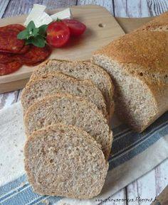 Rég hoztam kenyér receptet. Talán sokaknak nem is lesz újdonság, hisz a gyakran használt öregtésztás technikával készült. Mégis úgy gondoltam szánok rá egy bejegyzést, mert mostanában előszeretettel s