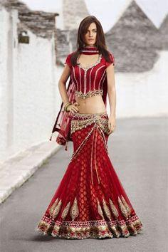 Maria Sokolovski in Seasons India 2011 Pakistani Outfits, Indian Outfits, Indian Clothes, India Fashion, Asian Fashion, Indische Sarees, Indie Mode, Indian Couture, Indian Wear