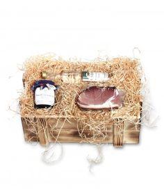 Schwarzwälder #Geschenkkiste #Belchen.  Rustikale Geschenkkiste mit #Schwarzwald-Produkten, gebettet auf naturbelassener Holzwolle.