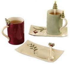 Una tazza Natalizia versione agrifoglio o albero di Natale