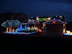 Christmas Roof Decorations - pinned by - roofvalue Christmas Roof Decorations, Diy Christmas Lights, Christmas Light Displays, Xmas Lights, Merry Christmas To All, Holiday Lights, Beautiful Christmas, Christmas Holidays, Outdoor Decorations