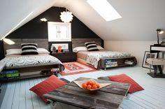 chambre à coucher moderne avec table basse à roulettes