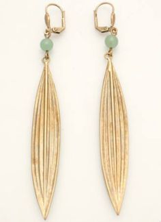 my earings ! http://lejardindeclaire.blogs.marieclairemaison.com/archive/2011/11/27/tendance-indienne.html