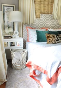 the HUNTED INTERIOR: New Bedding = A Luxurious New Look Can you ever have enough gorgeous pillows? Love this combination of colors and design! Home Bedroom, Bedroom Decor, Design Bedroom, Dream Bedroom, Sweet Home, My New Room, Beautiful Bedrooms, Apartment Living, Home Decor Inspiration