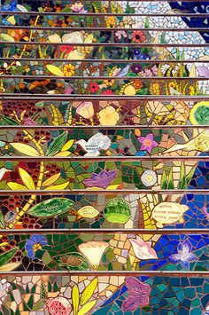 Beautiful mosaic stairs - I think this is another shot of the Moraga St. stairs in San Francisco Mosaic Crafts, Mosaic Projects, Mosaic Art, Mosaic Glass, Mosaic Tiles, Mosaic Designs, Mosaic Patterns, Mosaic Stairs, Mosaic Madness