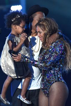 califrownia: goldddie: Blue Ivy, Jay Z and Beyoncé at the 2014 MTV Video Music Awards this is so cute i just i'm crying