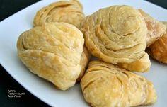 Το πιο νόστιμο φύλλο για τυροπιτάκια ή λουκανικοπιτάκια (και όχι μόνο) φούρνου - cretangastronomy.gr Hamburger, Dairy, Bread, Cheese, Cooking, Recipes, Food, Greek Recipes, Kitchen
