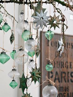 Delicados conlgantes de cristal para la Navidad