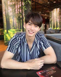 the series 👬❤ Win Metawin Cute White Boys, Pretty Boys, Cute Love Memes, Win My Heart, Cute Gay, Thai Drama, Asian Boys, Actors & Actresses, Lgbt