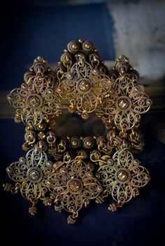 Sølje Modern Jewelry, Silver Jewelry, Folk Costume, Costumes, Going Out Of Business, Art Object, Traditional Dresses, All Art, Filigree