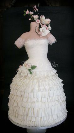 1000 images about cake design dresses pearls diamonds for Wedding dresses with pearls and diamonds