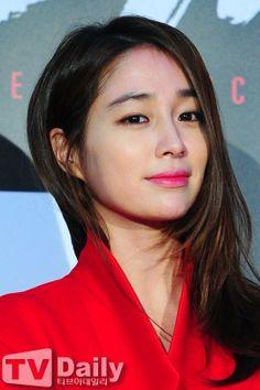이민정 (Lee Minjung) Jung So Min, Korean Star, Korean Girl, Mid Length Hair, Park Shin Hye, Seolhyun, Asian Hotties, Girl Crushes, Bollywood Fashion