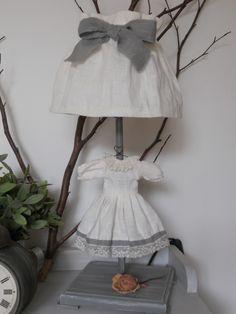 lampada con vestitino di lino