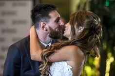 Messi casa-se com Antonella Roccuzzo a sua namorada de infância na Argentina https://angorussia.com/entretenimento/famosos-celebridades/messi-casa-antonella-roccuzzo-namorada-infancia-na-argentina/