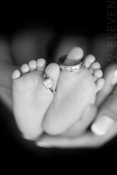 The Top 10 Most Adorable Newborn Photos of All Time - Nursery - Bebe Newborn Pictures, Maternity Pictures, Pregnancy Photos, Newborn Pics, Baby Feet Pictures, Pregnancy Info, Baby Newborn, Newborn Crafts, Infant Pictures