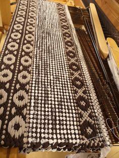 Carpet Tiles, Carpet Flooring, Rugs On Carpet, Carpets, Hardwood Floor Care, Slippery Floor, Natural Flooring, Plush Carpet