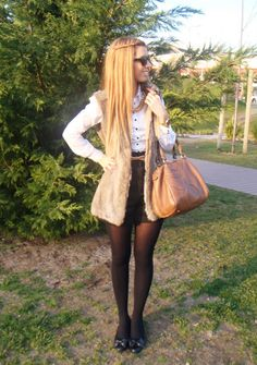I'm lovin' the black tights and black shorts look; getting some Saturday night ideas.