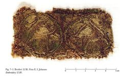 I have talked at length about the relative lack of embroidery in Viking Age finds, but I am going to summarize those earlier discussions here as a preface to some new thoughts. Embroidery as a whole. Anglo Saxon Clothing, Viking Clothing, Viking Garb, Viking Dress, Viking Life, Viking Woman, Historical Women, Historical Photos, Medieval Embroidery