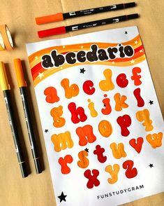 """s ᴏ ғ ✨ en Instagram: """"YA ESTAÁ EL TAG DEL PLUMÓN😍. hola preciosos!! Vayan a ver el nuevo video de mi canal, el link está en mi biografía ⬆️ Les dejo el abc de…"""" Bullet Journal Cover Ideas, Bullet Journal Banner, Bullet Journal Notes, Bullet Journal Writing, Bullet Journal School, Bullet Journal Inspiration, Doodle Fonts, Doodle Lettering, Graffiti Lettering"""