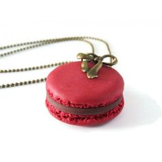 Collier macaron rouge Framboise et chocolat - BleuetClaymentine  https://www.bleuetclaymentine.com/fr/home/4-collier-macaron-personnalisable.html