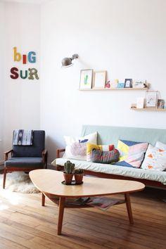 Home Tour: cinquentinha Cozy Living Rooms, Living Room Interior, Home Living Room, Living Area, Living Spaces, Pop Art Decor, Decoration, Cozy Reading Corners, Salons Cosy