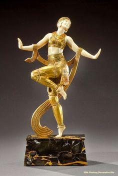 An Art Deco gilded bronze figure of a dancer by Joe Descomps, France circa 1925 Art Nouveau, Art Deco Period, Art Deco Era, Pablo Picasso, Statue Art, Goldscheider, Estilo Art Deco, Art Deco Stil, Art Populaire