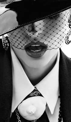❤️ D I V A ❤️ Vogue Paris, Foto Fashion, Fashion Moda, Womens Fashion, Paris Fashion, High Fashion, Glamour, Mode Editorials, Look Retro
