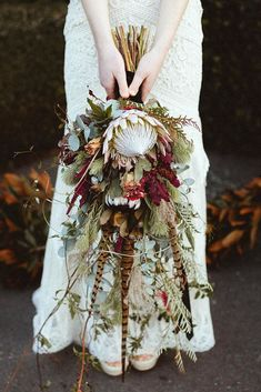 Today& rich Autumn wedding inspiration is an eclectic blend of old world elegance with a moody modern twist. A luxe colour palette of purples, te. Bouquet Bride, Bridal Bouquet Fall, Flower Bouquet Wedding, Protea Wedding, Bridal Bouquets, Cheap Wedding Flowers, Floral Wedding, Fall Wedding, Wedding Colors